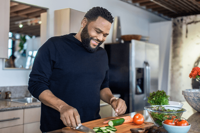 Anthony Anderson in the kitchen